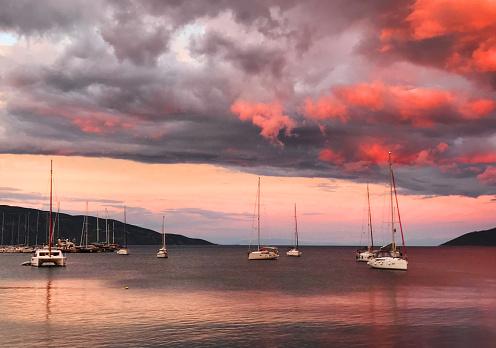 ビーチ「Keramoti、ギリシャの港のヨット」:スマホ壁紙(16)