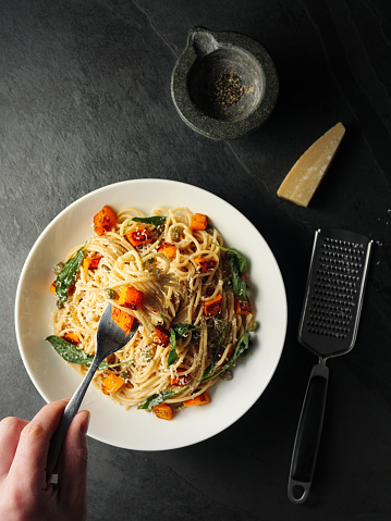 Hand「Healthy spaghetti with roasted butternut squash and sage butter」:スマホ壁紙(15)