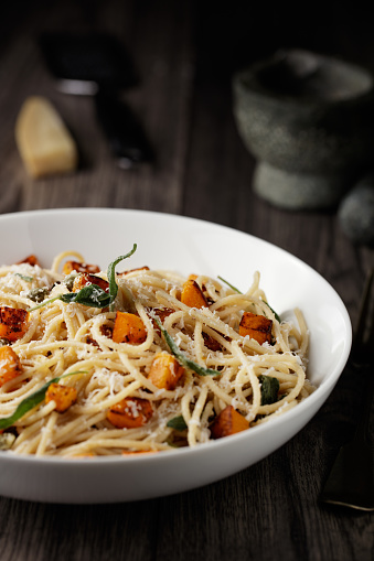 Bowl「Healthy spaghetti with roasted butternut squash and sage butter」:スマホ壁紙(18)