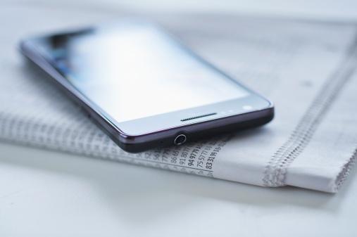 Information Medium「Smartphone on newspaper」:スマホ壁紙(18)