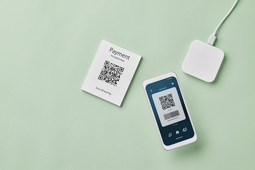 Mobile Payment「Smartphone scanning QR code for contactless payment」:スマホ壁紙(9)
