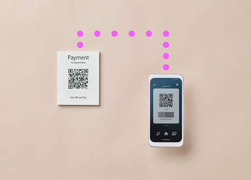 Mobile Payment「Smartphone scanning QR code for contactless payment」:スマホ壁紙(14)