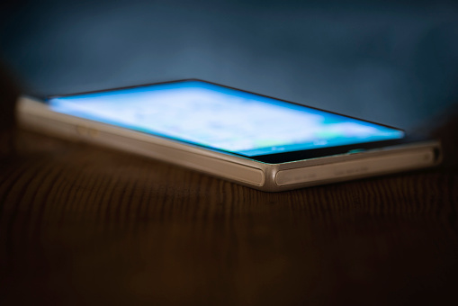 Touch Screen「Smartphone With Illuminated Display」:スマホ壁紙(1)
