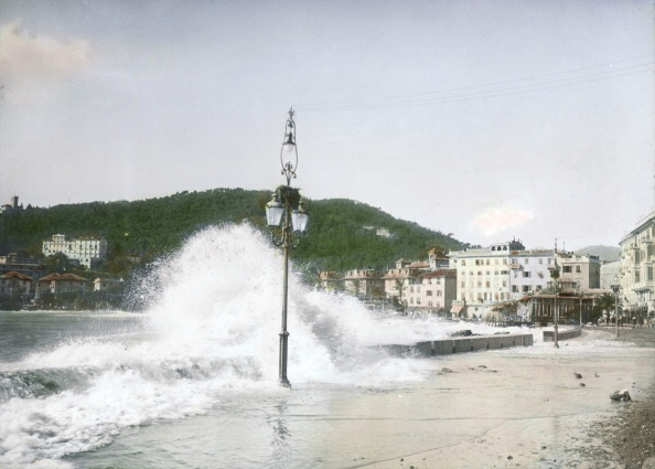Street Light「Rapallo, I: Breakers On The Beach Promenade. Around 1925. Handcolored Lantern Slide. Handcolored Lantern Slide.」:写真・画像(16)[壁紙.com]