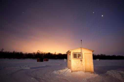 Windbreak「Small ice fishing huts at sunset」:スマホ壁紙(15)