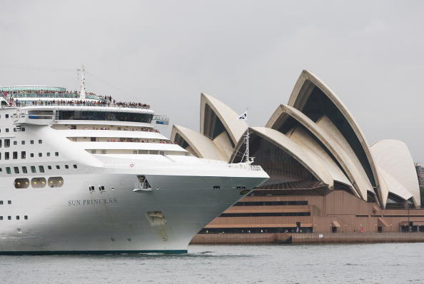 Ship「Three Superliners Arrive In Sydney As Cruising Industry Thrives」:写真・画像(18)[壁紙.com]