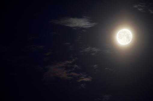 月「Full moon and clouds, france」:スマホ壁紙(5)