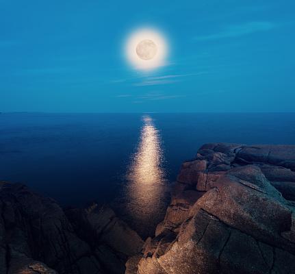 月「上の満月」:スマホ壁紙(19)
