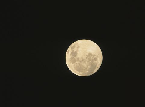 月「Full moon and black night sky」:スマホ壁紙(3)