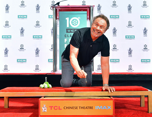 Billy Crystal「2019 10th Annual TCM Classic Film Festival - Hand and Footprint Ceremony: Billy Crystal」:写真・画像(9)[壁紙.com]