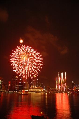 お祭り「シンガポールの建国記念日のパレード 2005 年度「Esplanade 湾での花火」:スマホ壁紙(18)
