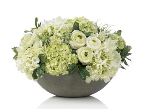花束「大きなアジザイブーケのコンクリートのボウルに白背景」:スマホ壁紙(10)