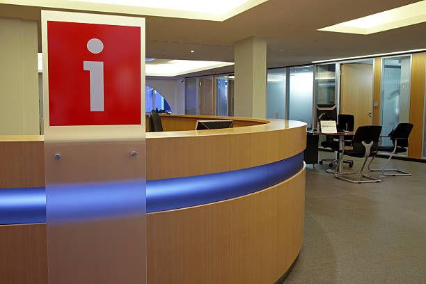 Info point in a bank:スマホ壁紙(壁紙.com)