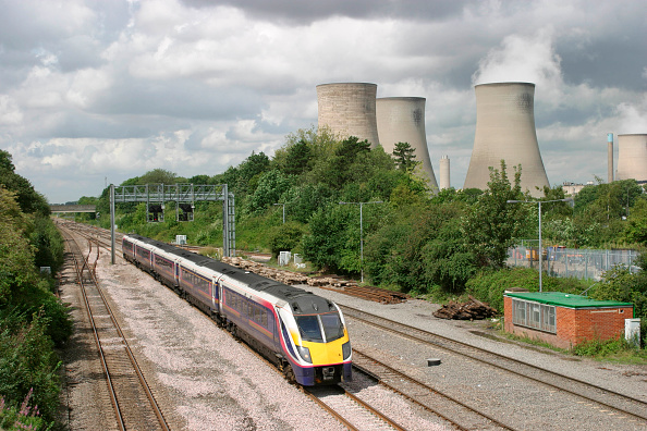 Approaching「A First Great Western Class 180 approaching Didcot Parkway with a train bound for London」:写真・画像(14)[壁紙.com]