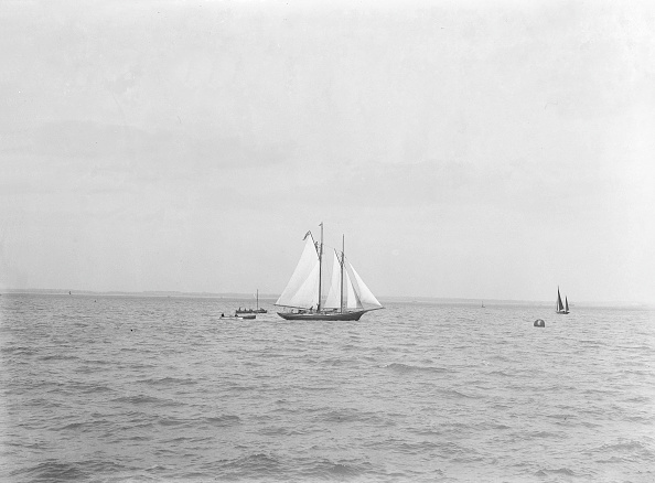 Cutting「The 21-Ton Schooner Diablesse Leaving Cowes For America」:写真・画像(15)[壁紙.com]