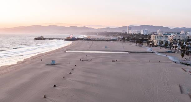 Empty Santa Monica Beach During Covid-19 Pandemic:スマホ壁紙(壁紙.com)