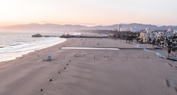 City Of Los Angeles「Empty Santa Monica Beach During Covid-19 Pandemic」:スマホ壁紙(1)