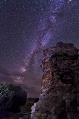 星空「A rocky hoodoo stands against the night sky as the Milky Way sets near Black Mesa, Oklahoma.」:スマホ壁紙(16)