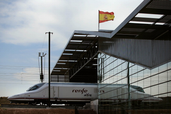 Spain「Villena High Speed Train Station: In The Middle Of Nowhere」:写真・画像(16)[壁紙.com]