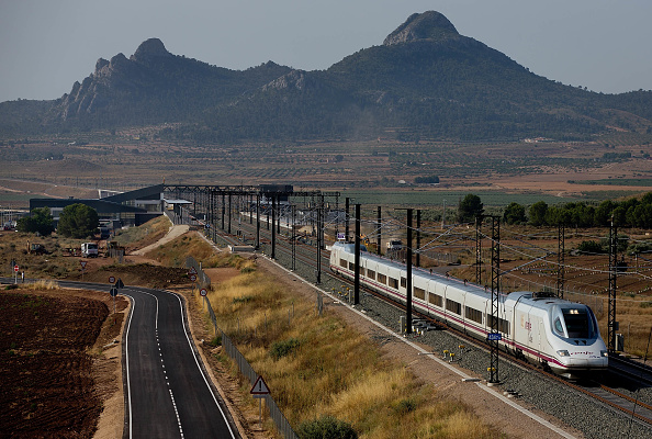 鉄道・列車「Villena High Speed Train Station: In The Middle Of Nowhere」:写真・画像(9)[壁紙.com]