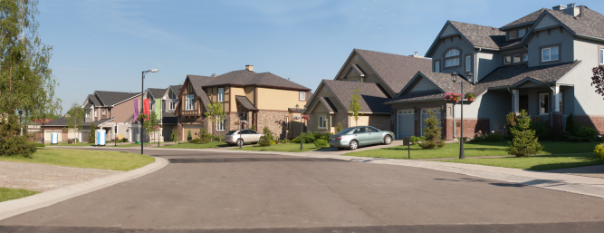 Front or Back Yard「Few brand new suburban houses.」:スマホ壁紙(16)