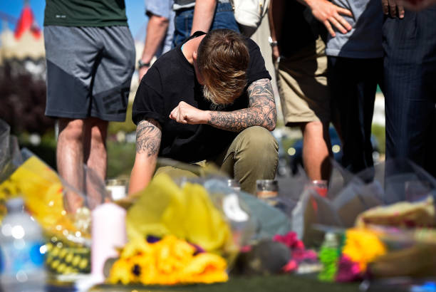 David Becker「Las Vegas Mourns After Largest Mass Shooting In U.S. History」:写真・画像(9)[壁紙.com]