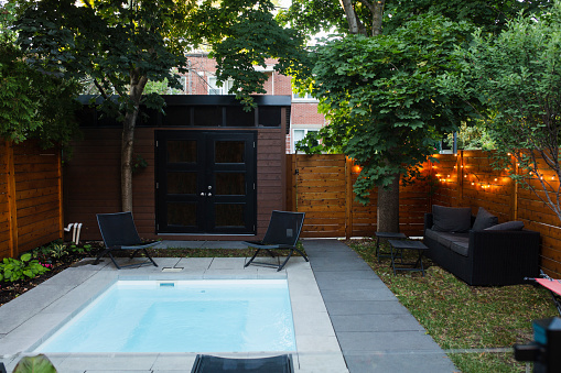 Fence「Back yard with a small swimming pool」:スマホ壁紙(15)