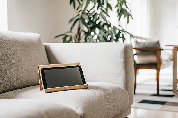 Rack with tablet on couch:スマホ壁紙(壁紙.com)