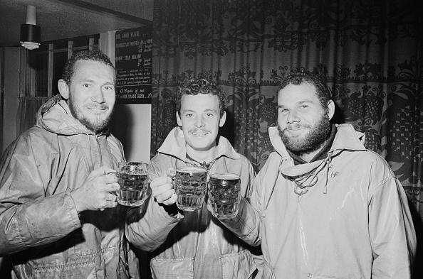 Drinking Glass「Sailors」:写真・画像(1)[壁紙.com]