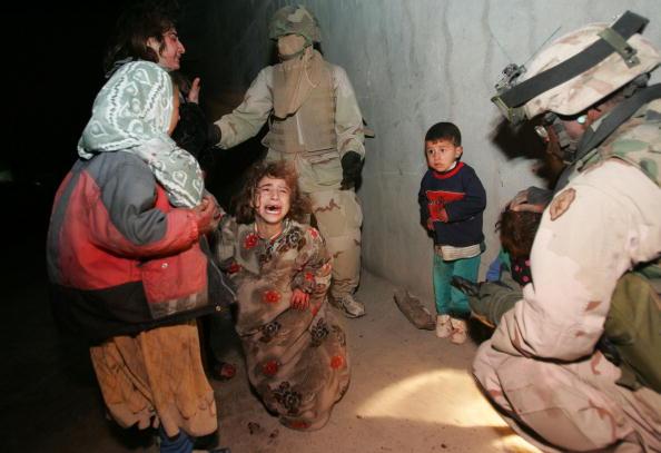 Chris Hondros「U.S. Troops Mistakenly Kill Iraqi Civilians」:写真・画像(19)[壁紙.com]