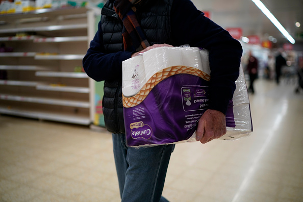 Sainsburys「Supermarkets Enforce Rules To Stop 'Panic Buying,' And Help Elderly」:写真・画像(5)[壁紙.com]