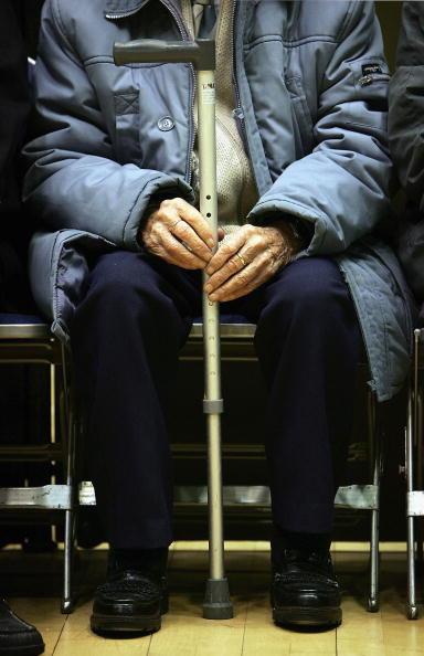 Senior Men「Pensioners In Scotland Take Part In A Local Tea Dance」:写真・画像(2)[壁紙.com]