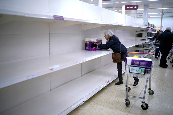 England「Supermarkets Enforce Rules To Stop 'Panic Buying,' And Help Elderly」:写真・画像(9)[壁紙.com]