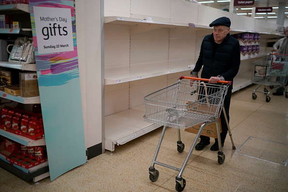 Sainsburys「Supermarkets Enforce Rules To Stop 'Panic Buying,' And Help Elderly」:写真・画像(6)[壁紙.com]