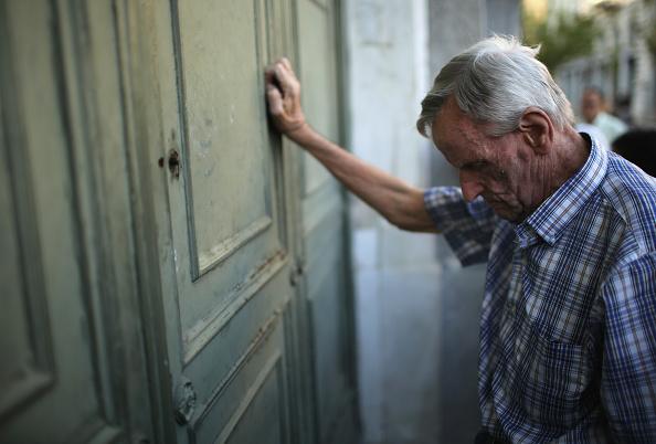 Waiting「Greece Facing Uncertain Future After Rejecting EU Proposals」:写真・画像(11)[壁紙.com]