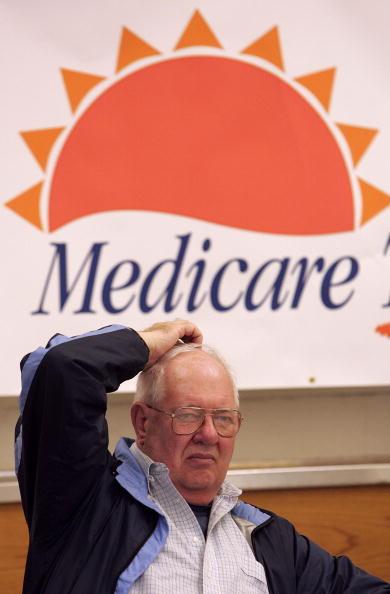 Insurance「Seniors Attend Medicare Enrollment Fair」:写真・画像(9)[壁紙.com]