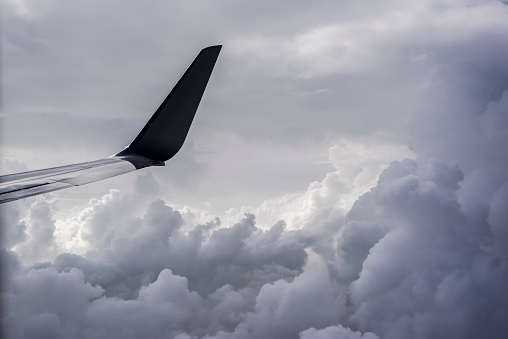 Mid-Air「A commercial jet flies above the clouds over Illinois」:スマホ壁紙(5)