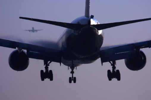 Two Objects「Commercial airliner landing.」:スマホ壁紙(4)