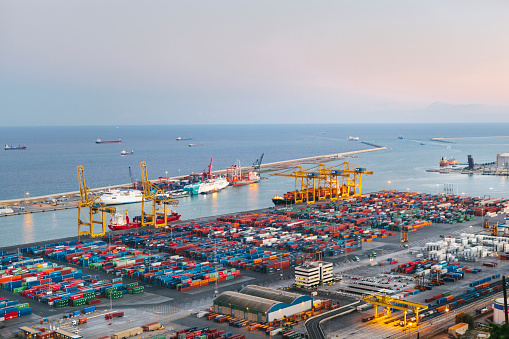 Pier「Commercial Dock With Containers And Cranes」:スマホ壁紙(17)