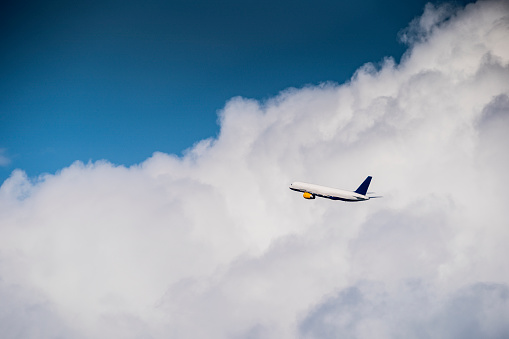 Part of a Series「Commercial airplane in flight」:スマホ壁紙(11)