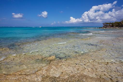 cloud「The deserted pristine shoreline on a remote Caribbean island.」:スマホ壁紙(6)