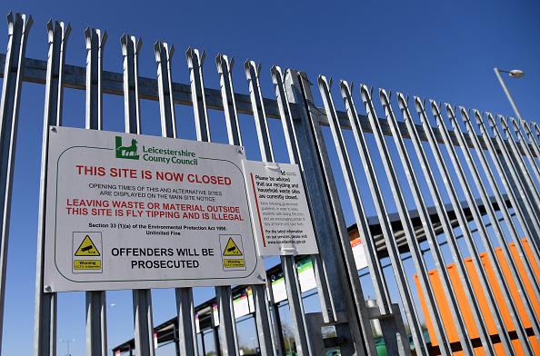 Knife Sharpener「UK In Fourth Week Of Coronavirus Lockdown As Death Toll Exceeds 10,000」:写真・画像(19)[壁紙.com]