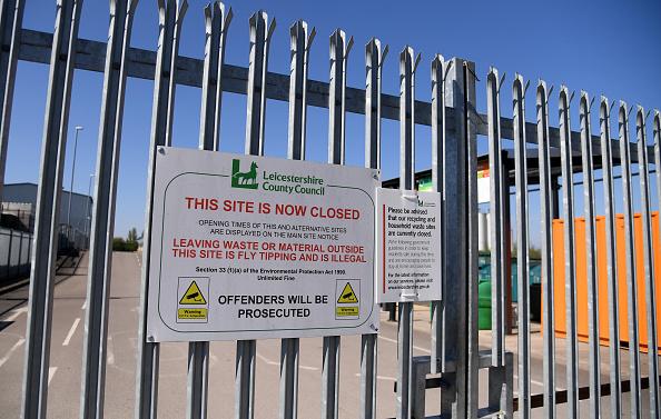 Knife Sharpener「UK In Fourth Week Of Coronavirus Lockdown As Death Toll Exceeds 10,000」:写真・画像(17)[壁紙.com]