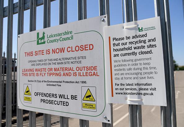 Knife Sharpener「UK In Fourth Week Of Coronavirus Lockdown As Death Toll Exceeds 10,000」:写真・画像(18)[壁紙.com]
