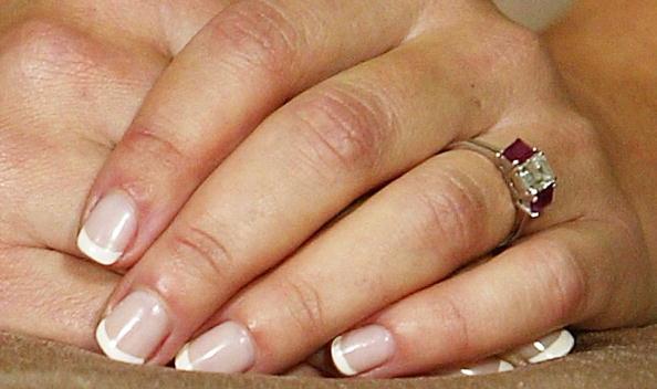 Hand「Mary Donaldson's engagement ring」:写真・画像(12)[壁紙.com]