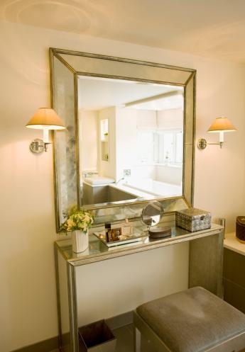 Dressing Table「Mirror, vanity table and stool」:スマホ壁紙(3)