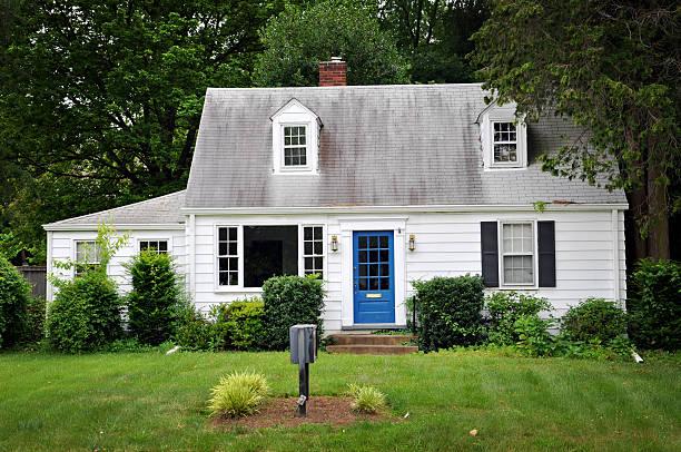 ホワイトの色のハウス、ブルードア:スマホ壁紙(壁紙.com)
