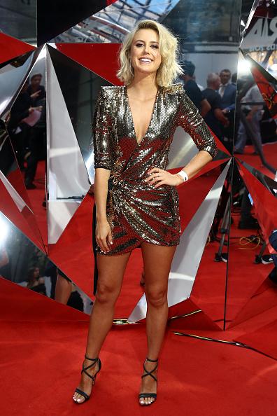 Silver Dress「32nd Annual ARIA Awards 2018 - Arrivals」:写真・画像(1)[壁紙.com]