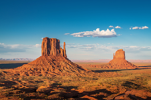 Indigenous American Culture「West and East Mitten Butte Monument Valley Arizona USA」:スマホ壁紙(12)