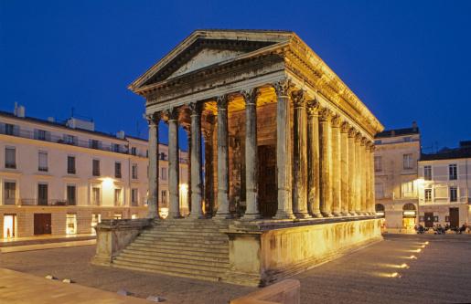 Roman「Roman temple in Nimes,France.」:スマホ壁紙(9)